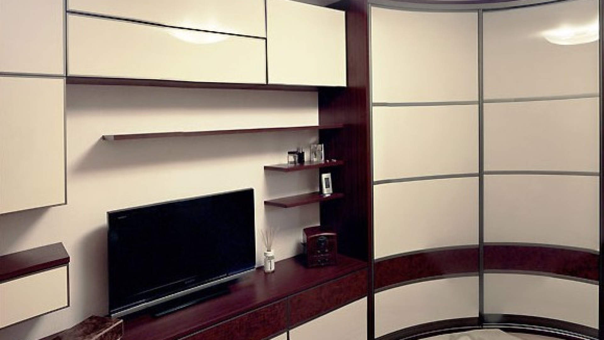 Стенка для гостиной со шкафом для одежды.